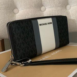 🖤New MK Jet set lg travel wallet